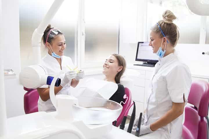 tandarts verplicht te helpen
